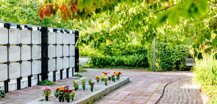 Information about funerals, cremations and burials in other languages.