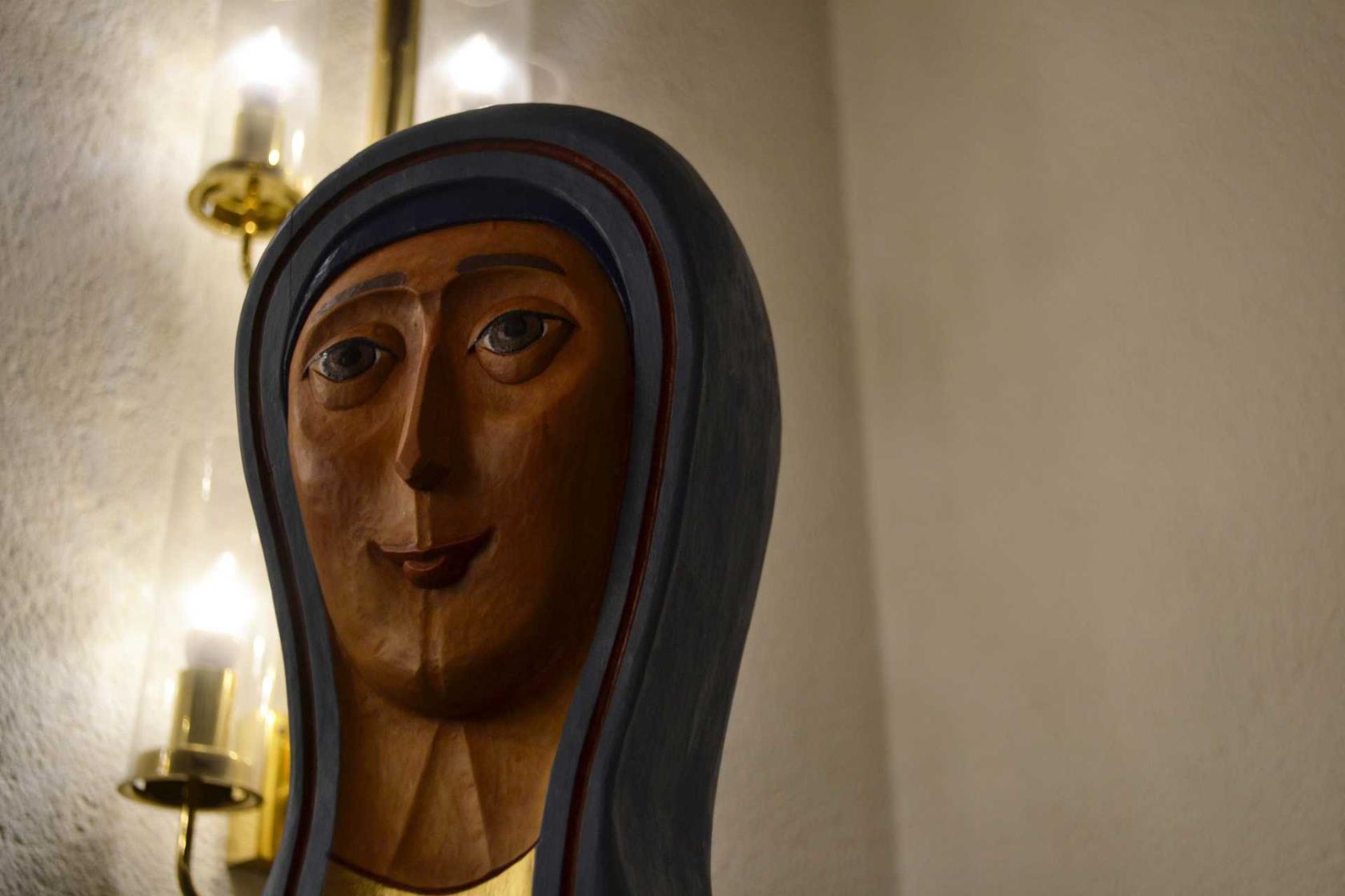 singel kvinna i heliga korset