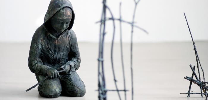 Hans konstnärskap präglas av stark empati. I mötet med utsatta barn blir hans verk till i skulptur, foto och film.