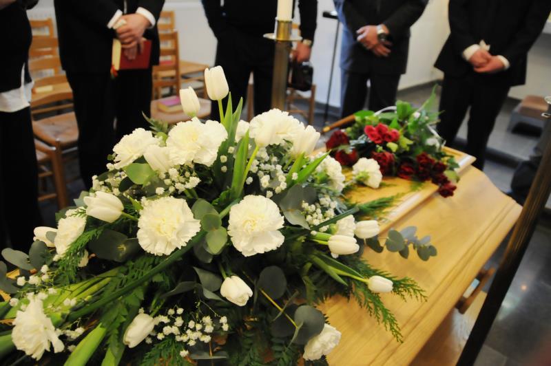 hur långt efter dödsfall har man begravning