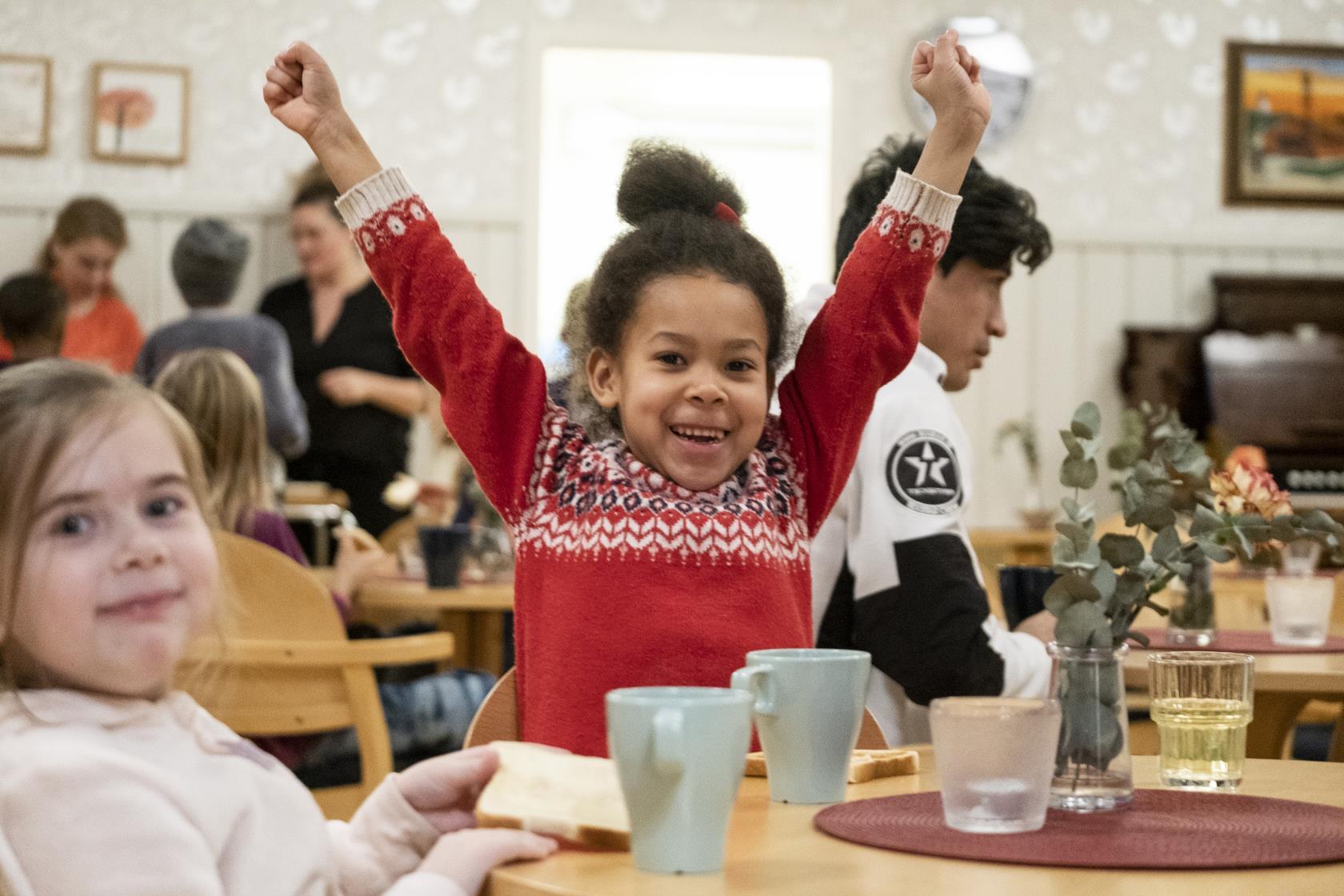 Efter plugget verksamhet i Rörvikskyrkan i Boden. Hit får barn från 7 års ålder komma och leka varje tisdag efter skolan. De pysslar, läser ur bibeln, tänder ljus, fikar och leker.