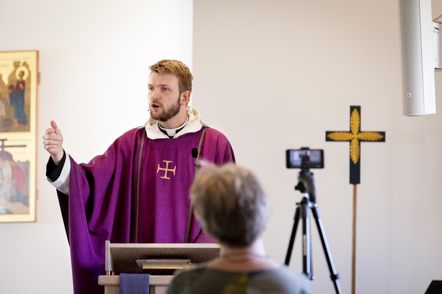 2020.04.05 Gudstjänst som livesänds via Facebook i Munkegärdekyrkan i Kungälv-Ytterby församling. Präst är Filip Lindstrand.