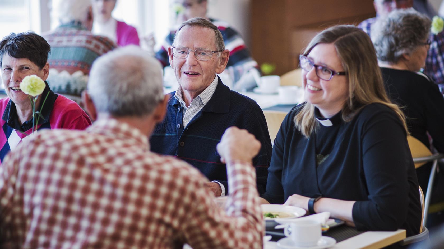 mötesplatser för äldre i sävast